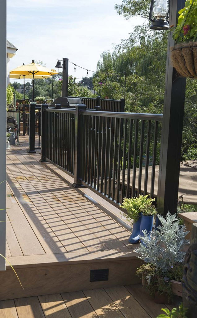 Downingtown pa clubhouse decking deck craft llc for 200 sq ft deck